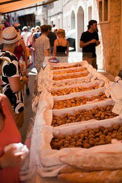 Gebakken goederen op een markt in Mallorca van t.ART