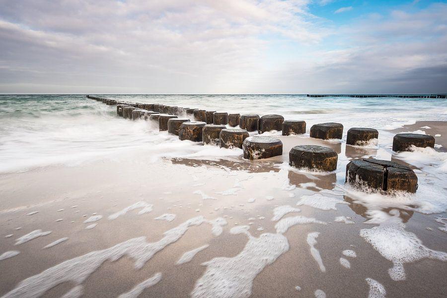 Groyne on the Baltic Sea coast van Rico Ködder