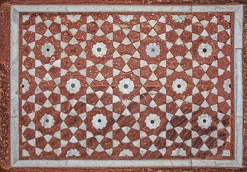 Wunderschöne Marmorgravuren auf dem Graft Tempel von Akbar, Agra, Indien. von Tjeerd Kruse