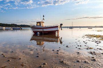 Bretons vissersbootje bij zonsondergang van Evert Jan Luchies