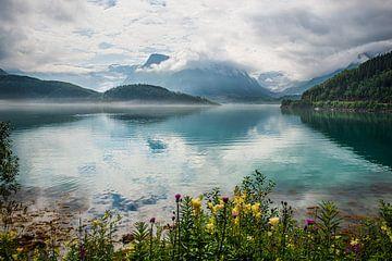 Reflectie van bergen en wolken 2
