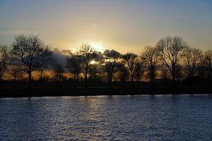 Zonsondergang bij het Amsterdam-Rijn kanaal van Marco van de Pol