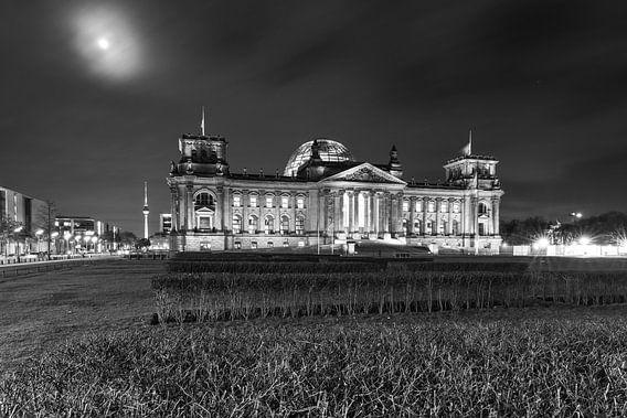 Reichstaggebouw bij nacht