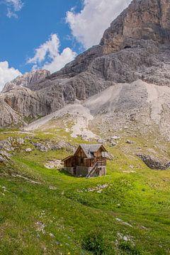 Berghütte in den Dolomiten, Italien von Bianca Kramer
