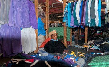 Mexico: Marktkoopman (San Cristóbal de Las Casas) von Maarten Verhees
