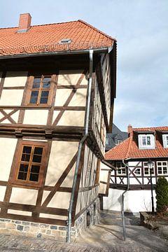 scheef huis in de historische oude stad Wernigerode aan de rand van het Harz Nationaal Park van Heiko Kueverling