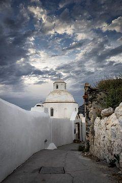 Magische Wolken über dem griechischen Santorini von Richard Mijnten
