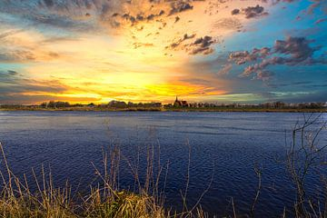 Zonsondergang boven de Maas van Bart Nikkels