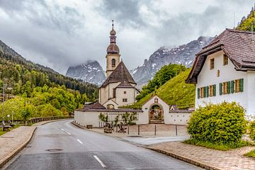 St. Sebastian church in Ramsau bei Berchtesgaden van Maurice Meerten