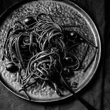 Pâtes noires sur Laura van Driel