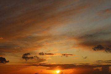 Magnifique coucher de soleil à Rijswijk sur Scarlett van Kakerken