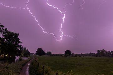 Bliksem boven landgoed Rhijnauwen, Provincie Utrecht sur