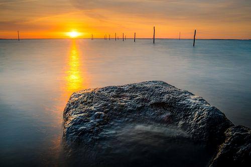 Zonsondergang boven het meer