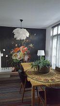 Kundenfoto: Rachel Ruysch, Stilleven met bloemen op een marmeren tafelblad von Meesterlijcke Meesters