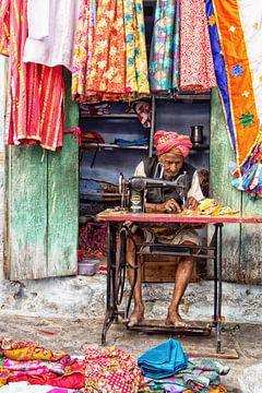 kleermaker in India van Hilda booy