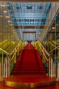 Trapopgang in rood en goud. van