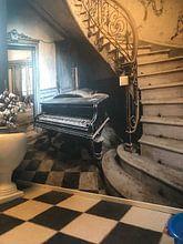 Klantfoto: Piano bij trap van Inge van den Brande, op behang