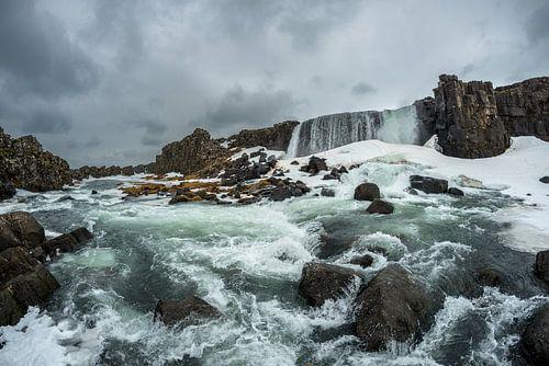 De woeste Öxarárfoss in het nationale park Þingvellir van