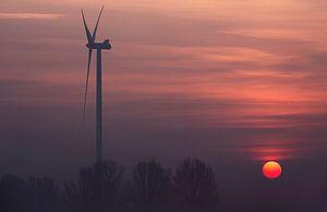 Windmolen bij zonsopkomst.