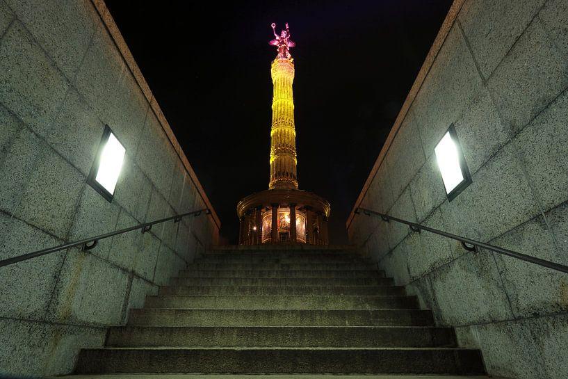 La colonne de la victoire de Berlin sous un éclairage particulier sur Frank Herrmann