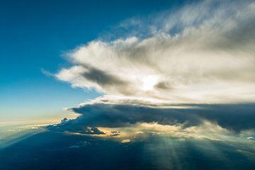 Wolkenstimmung aus der Vogelperspektive von Denis Feiner
