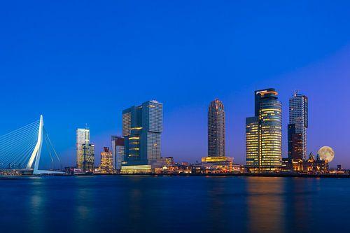 Skyline Rotterdam mit super Mond von Prachtig Rotterdam