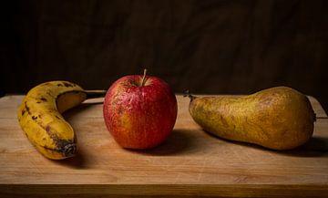 Stilleven van oud fruit. von Hennnie Keeris