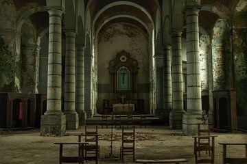 Een verlaten kerk interieur  sur Melvin Meijer