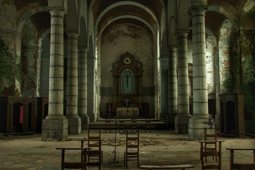 Een verlaten kerk interieur  von Melvin Meijer