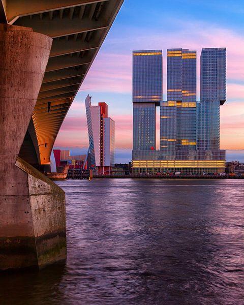 De Rotterdam bij Avond (gezien vanaf de Eramusbrug) van Paul Kampman