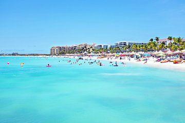 Palm Beach op Aruba in de Caribbean van Nisangha Masselink