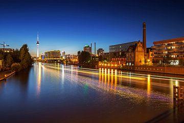 Berliner Skyline an der Spree mit Fernsehturm von Frank Herrmann