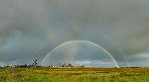Regenboog bij molen De Bonte Hen, Zaandam, Noord-Holland, Nederland