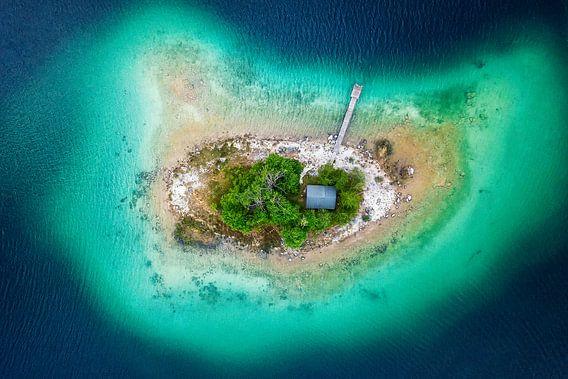 Lonely on the island van Michael Schwan