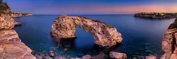 Rotspoort Es Pontas op Mallorca bij zonsondergang van Fine Art Fotografie