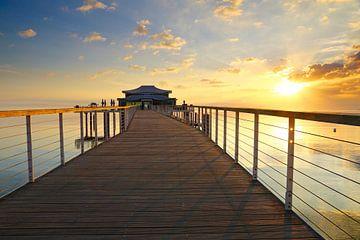 Sonnenaufgang am Teehaus in Timmendorfer Strand . van Ursula Reins