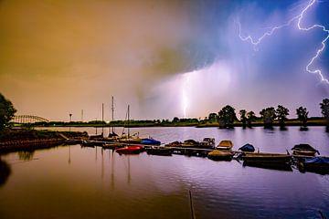 Blitzbesuch am Oosterbeeker Rheinufer Nr.4 von Sébastiaan Stevens