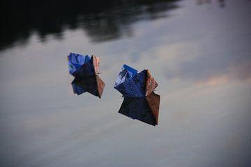 Papieren bootjes van Cor de Jong Fotografie