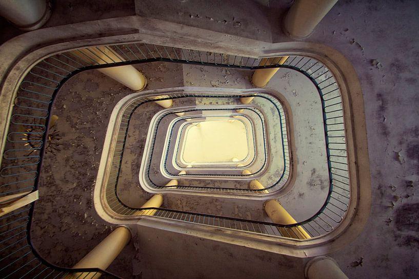 Heaven stairs van Michelle Casteren