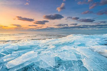 Winter in Nederland | Kruiend ijs op het Markermeer | Zonsopkomst van Marijn Alons