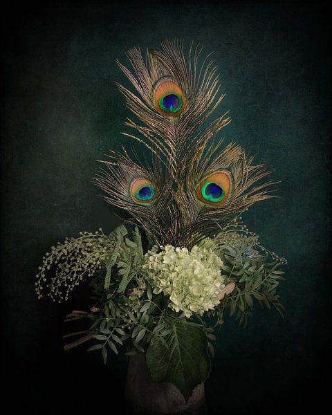 Pauwenveren, modern klassiek stilleven van Joske Kempink
