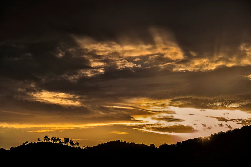 gouden zonsondergang van Anouschka Hendriks