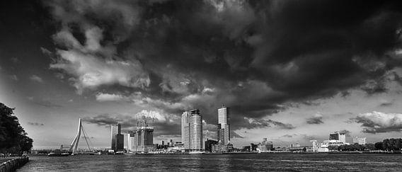 Skyline Rotterdam | Zwart-Wit van Mark De Rooij