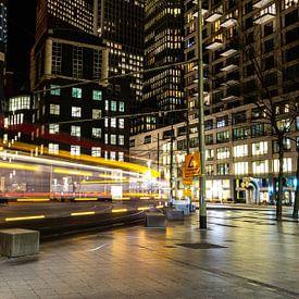 Een tram in het centrum van Den Haag van Carla van Zomeren