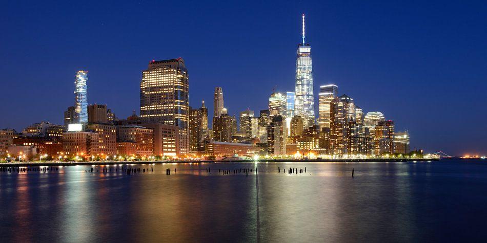 Manhattan Skyline in de avond, panorama
