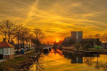 Zonsondergang gezien vanuit de Piushaven  in Tilburg. von Freddie de Roeck