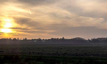 Een winterse zonsondergang in Drenthe van Dennis Hooiveld