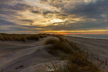 Zonsondergang aan het strand van Henri De Wit