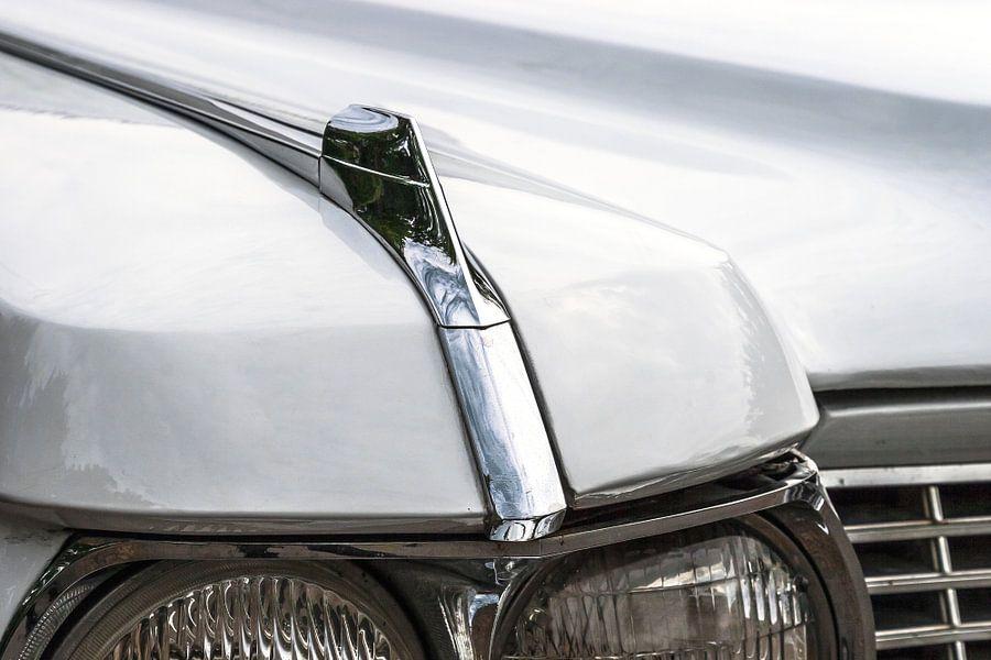 Detail van de koplampen van een klassieke Amerikaanse auto