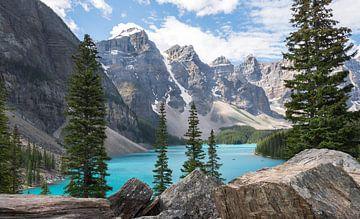 Lake Moraine Banff, Alberta, Canada van Daniel Van der Brug